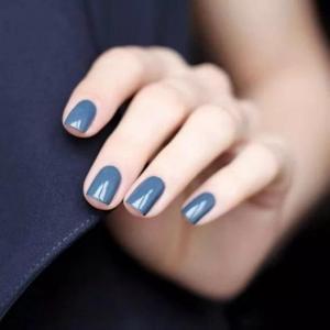 高级感雾霾蓝色短指甲美甲