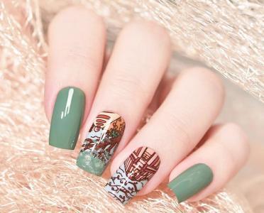 简单豆绿色印花指甲款式