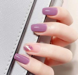 上了热搜的涂鸦风紫色美甲