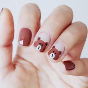 棕色卡通小熊美甲图片,很可爱哦!