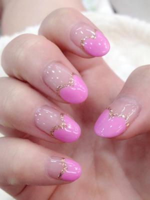 好看的粉红色爱心法式美甲图片款式