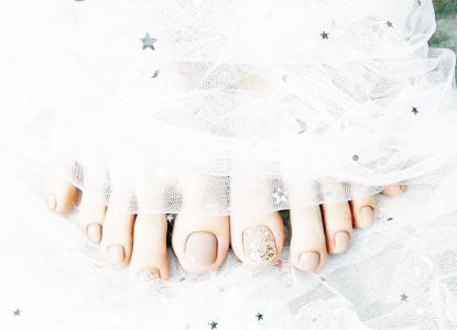 2021显白奶茶色亮片脚部美甲