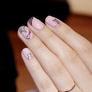 粉色星星款美甲图片,时尚!