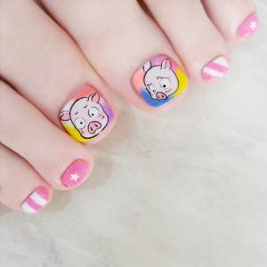 粉色小猪卡通美甲图片——创意美甲秀
