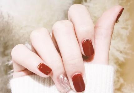 超显白的红色水波纹撞色美甲