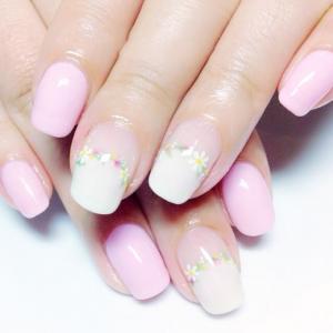 粉色可爱小花美甲款式