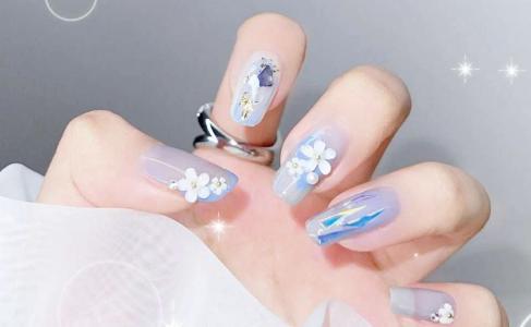 最好看的冰透蓝色山茶花玻璃纸美甲