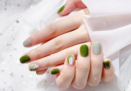 夏季牛油果绿显白美甲款式