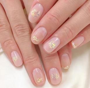 小清新纯色干花淡雅短指甲美甲
