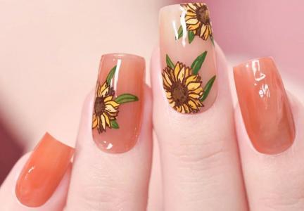 好看的向日葵印花美甲